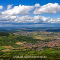 Blick vom Breitenstein über das Albvorland bei Kirchheim/Teck, Schwäbische Alb, Baden-Württemberg, Deutschland