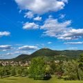 Stadt Neuffen mit Burg Hohenneuffen, Schwäbische Alb, Deutschland