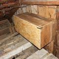 Turmfalkenkasten in einer Scheune eingebaut