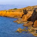 Insel Vir, Rote Klippen, Steilküste